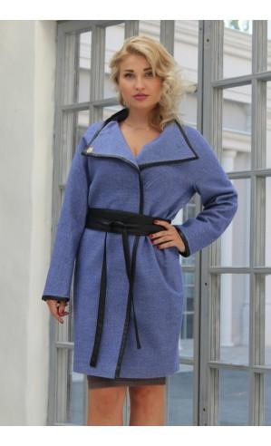 Демисезонное пальто для женщины