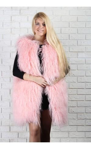 Жилет из ламы розового цвета