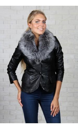 Черная куртка из экокожи