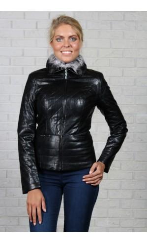 Черная женская куртка из экокожи
