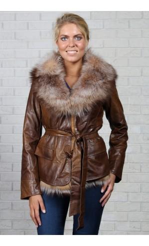Женская куртка с поясом и меховым воротником