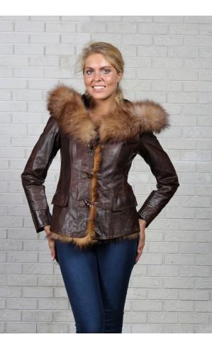 Женская куртка на пуговицах с капюшоном из экокожи