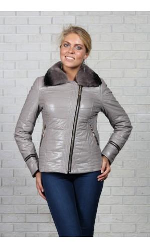 Женская куртка из экокожи на замке