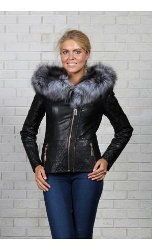 Черная женская куртка из экокожи с капюшоном