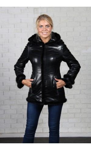 Удлиненная женская куртка из экокожи
