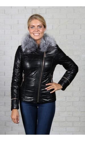 Женская куртка из экокожи с воротником из песца